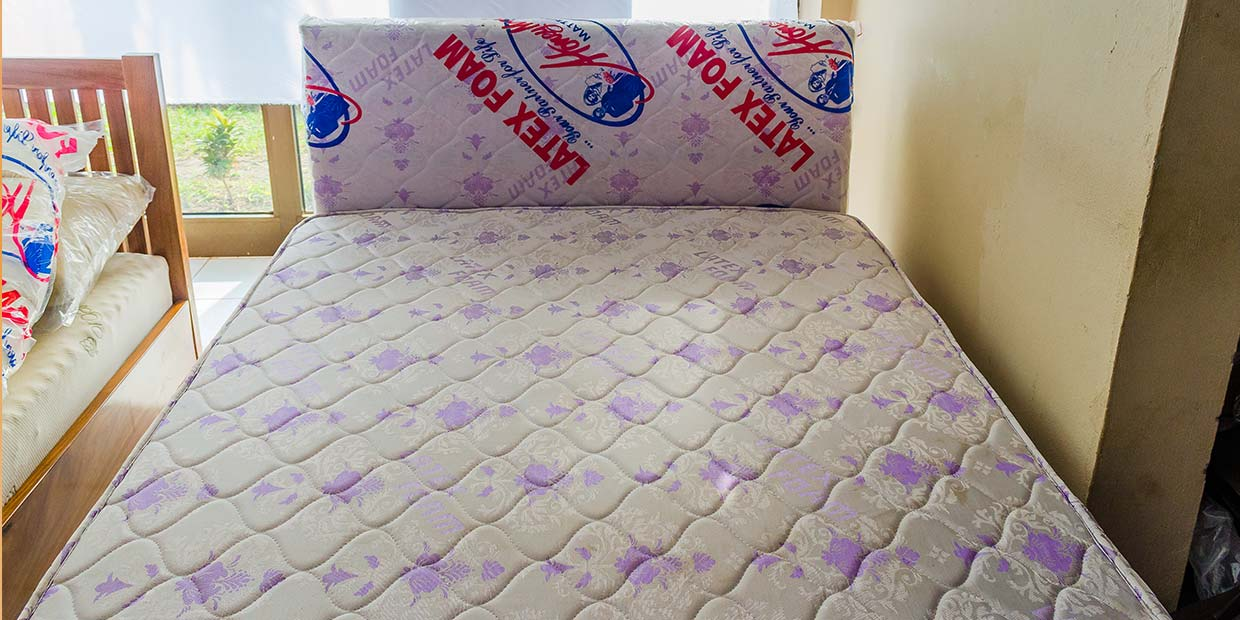 bb06834ec Chin Wooden Bed   Latex Foam